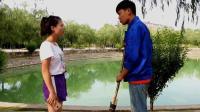 女大学生国庆旅游, 清洁工故意扫她, 女孩暴怒训斥转身后她忏愧了