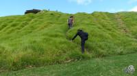"""新西兰07集:奥克兰的二战遗址,炮塔上被人用英文留下""""到此一游"""""""