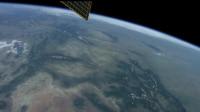 宇航员在4K用红色摄像机拍摄地球