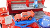 小赛车和多功能卡车玩具