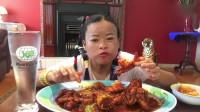 泰国大姐今天吃龙虾尾,很喜欢大姐的吃播,感觉她每天都很开心充满了正能量!