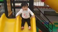 宝宝首次自己滑滑梯 玩的好开心 宝宝成长记录