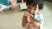 新买的玩具 宝宝玩的爱不释手 宝宝成长记录