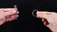 魔术教学,1秒铁圈瞬间穿入弹簧中,原理是这样