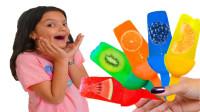 好好吃!萌宝小萝莉们制作哪些水果口味的冰棍呢?趣味玩具故事