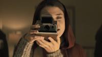 【八戒】爱自拍的人完蛋了,这个相机拍谁谁死,背后更有一个凄惨的故事。10分钟看完略带反转的恐怖片《拍栗得》