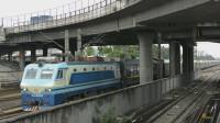 广铁SS8牵引某快速列车经过广州德康路(2017/07)
