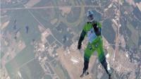 """美国男子挑战7620米高空,不带伞跳下那一刻,仿佛看到了""""地狱""""!"""