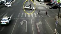 电动车怎么这么喜欢闯红灯,看了这个视频他可能以后都不会这样做了