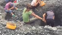 疯狂的石头!缅甸翡翠矿场实拍:危山半腰的挖玉人!