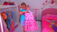 好朋友邀请萌娃小可爱去它的家里玩耍,萌娃:你们的小房子可真漂亮呢!