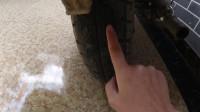 女骑士骑摩托车去新疆,向网友求助:后车轮裂成这样,还能骑吗?