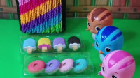 萌鸡小队的鸡宝宝们都得到了棒棒糖,可是麦琪的棒棒糖少了两个,是谁拿了麦琪的棒棒糖呢?