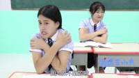 学霸王小九校园剧:老师让同学玩手抓硬币游戏,没想女同学一下抓走全部硬币!真有才