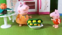 78 小猪佩奇帮助猪妈妈剥豆子