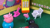 小猪乔治真淘气,乔治给爸爸打电话说有怪兽骗猪爸爸,结果怪兽真的来了!