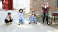 童年:同学们比赛青蛙跳,大鱼和大锤都说自己是高手,结果田田得了第一