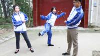 童年:伙伴们玩跳皮筋,没想大鱼和大锤一节都跳不过,田田却跳到了三节