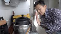 小哥用铁锅做米饭:有了这些基础生存技能,基本上不会饿死了!