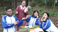 童年:大锤不给田田棉花糖吃,没想被如花老师看见,田田的反应太有趣了