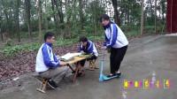 """田田的童年搞笑短剧:大锤玩田田的滑板车,没想一个""""帅气的转身""""后把车摔了,太逗了"""