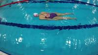 蛙泳教学视频(一)——蛙泳腿部标准动作