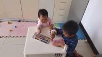 妹妹和哥哥 妹妹模仿哥哥画画