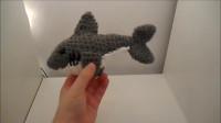 用毛线还可以钩织可爱的鲨鱼玩偶,方法很简单