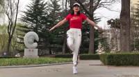 美女慢动作演绎鬼步舞基础舞步分解动作教学,适合零基础入门学跳