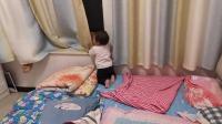 哥哥和妹妹睡前玩耍 捉迷藏