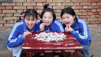 欢欢的童年:姐妹俩进城时买了石头糖,像彩色石头一样的糖果,真好吃