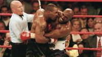他是结束泰森职业生涯的人!拳坛首个三连冠拳王,如今却落魄这样