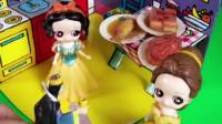 白雪公主做好了饭菜,贝儿却无理取闹,王后也觉得贝儿不对!