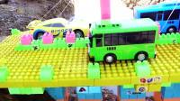 02吊车玩具与挖掘机工作视频儿童跑车挖掘机益智玩具故事早教!