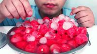 """西瓜新吃法!加西瓜球、冰球、雪碧做成""""冰镇西瓜"""",吃着真过瘾"""