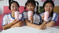 欢欢的有趣童年短剧:姐妹俩吃完麻辣烫,妈妈带着姐妹俩一起去卖茶店喝奶茶,妈妈真好