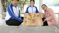 学霸王小九校园剧:老师和同学们用无硼砂泥做手工,没想王小九做成向日葵,真好看