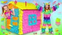超有趣,萌娃小萝莉身上和房子怎么贴满彩纸?可是她生气了吗?儿童亲子益智趣味游戏玩具故事