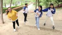 王小九:老师和学生玩真假孙悟空,男同学竟追老师跑公园一圈!太有趣了