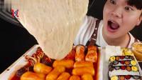 韩国帅哥吃播:芝士蘑菇、炒年糕、香辣炸鸡腿,美味寿司,好馋人