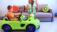萌娃小可爱开着玩具小汽车把家里弄得好乱呀,小家伙真的好调皮呀!妈咪:你可真是不让人省心啊