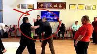 打人不打脸!70岁武术大师切磋突然被扇一巴掌,场面瞬间失控