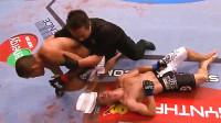 UFC历史上最狠的一次补刀!传说中的鞭尸拳,这拳下去不死也废了