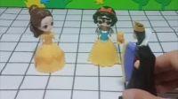 白雪公主变丑了,贝儿说小爱心可以帮白雪,小朋友快帮帮白雪吧!