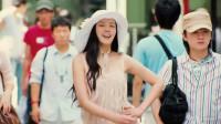 搞笑电影:300斤女孩瘦身成功后,走路的姿势让人尴尬