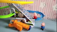 佩奇玩具:勇敢的乔治救了姐姐!