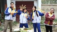 田田的童年:伙伴们一起吃江米棍,田田把江米棍套在手指上吃,你也这样吃吗?