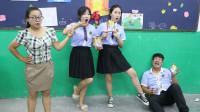 学霸王小九:老师让学生金鸡独立吃干吃面,谁先吃完有奖励,老师的奖励太坑了
