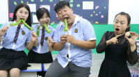 学霸王小九:学生挑战爆辣辣椒串串,没想老师的奖励这么奇葩,真是太逗了