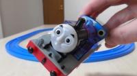 托马斯玩具和食玩拆包 小火车运输零食